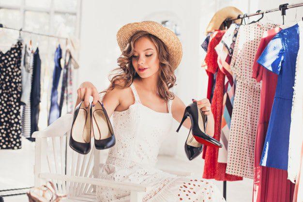 kobieta w trakcie zakupow w usa