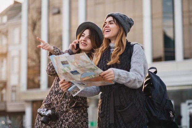 dwie kobiety zwiedzaja USA